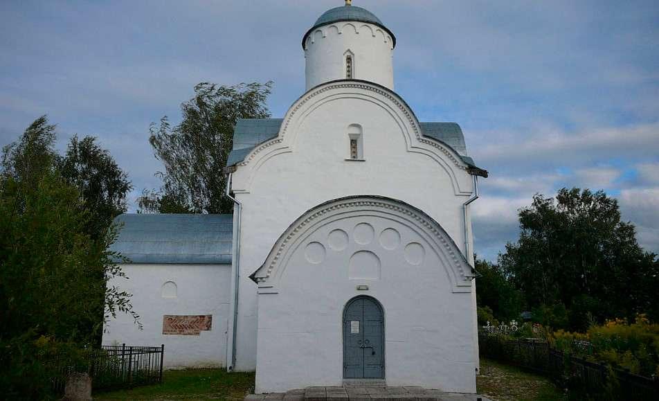Памятник-музей церковь Успения Богородицы на Волотовом поле