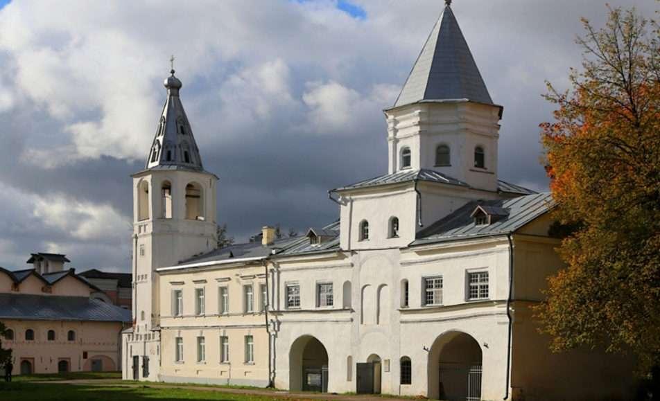 Памятник-музей Воротная башня Гостиного двора