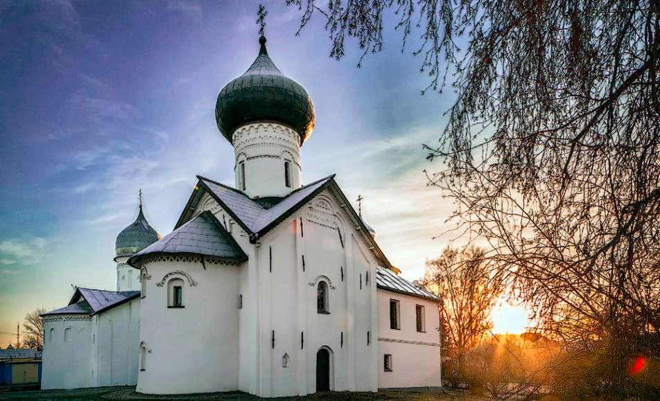 Автобусная экскурсия по городу с посещением ц. Симеона Богоприимца и Николо-Вяжищского монастыря