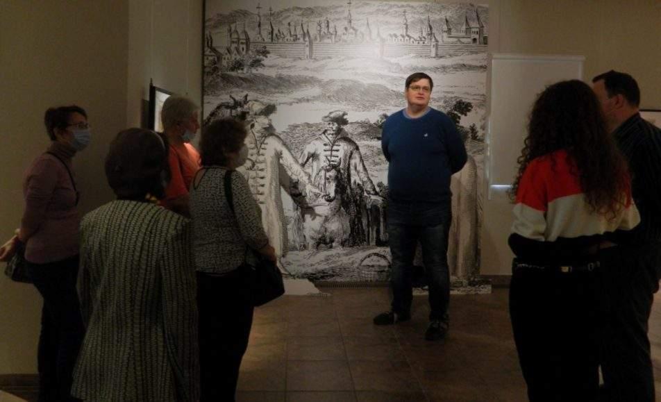 Экскурсия по выставке с Алексеем Финиковым